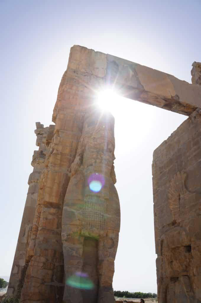 Jeden z mnoha grifů v rozvalinách Persepole