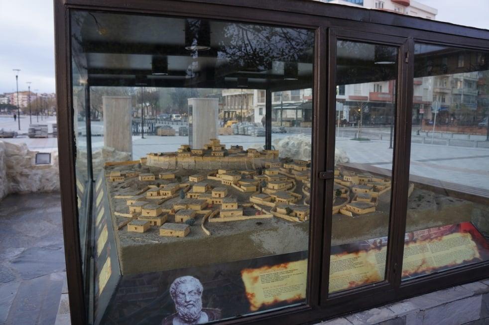 maketa starověkého města Trója, na náměstí města Canakkale na Asijské části Turecka