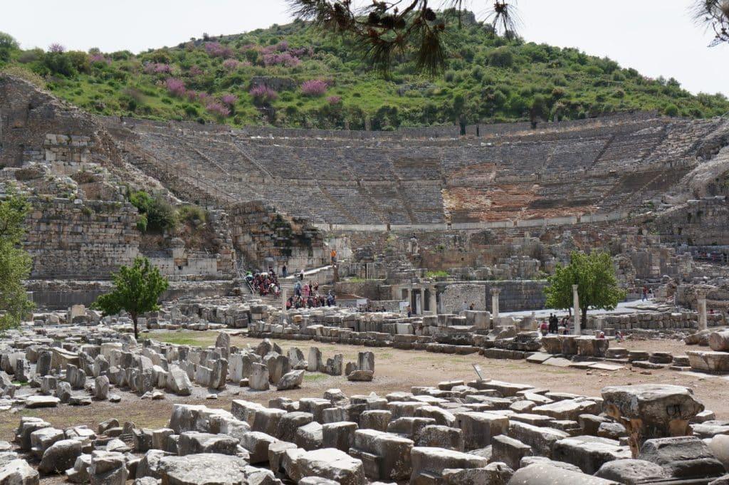 amfiteátr a rozvaliny starobylého města Efes, poblíž Tureckého města Selcuk