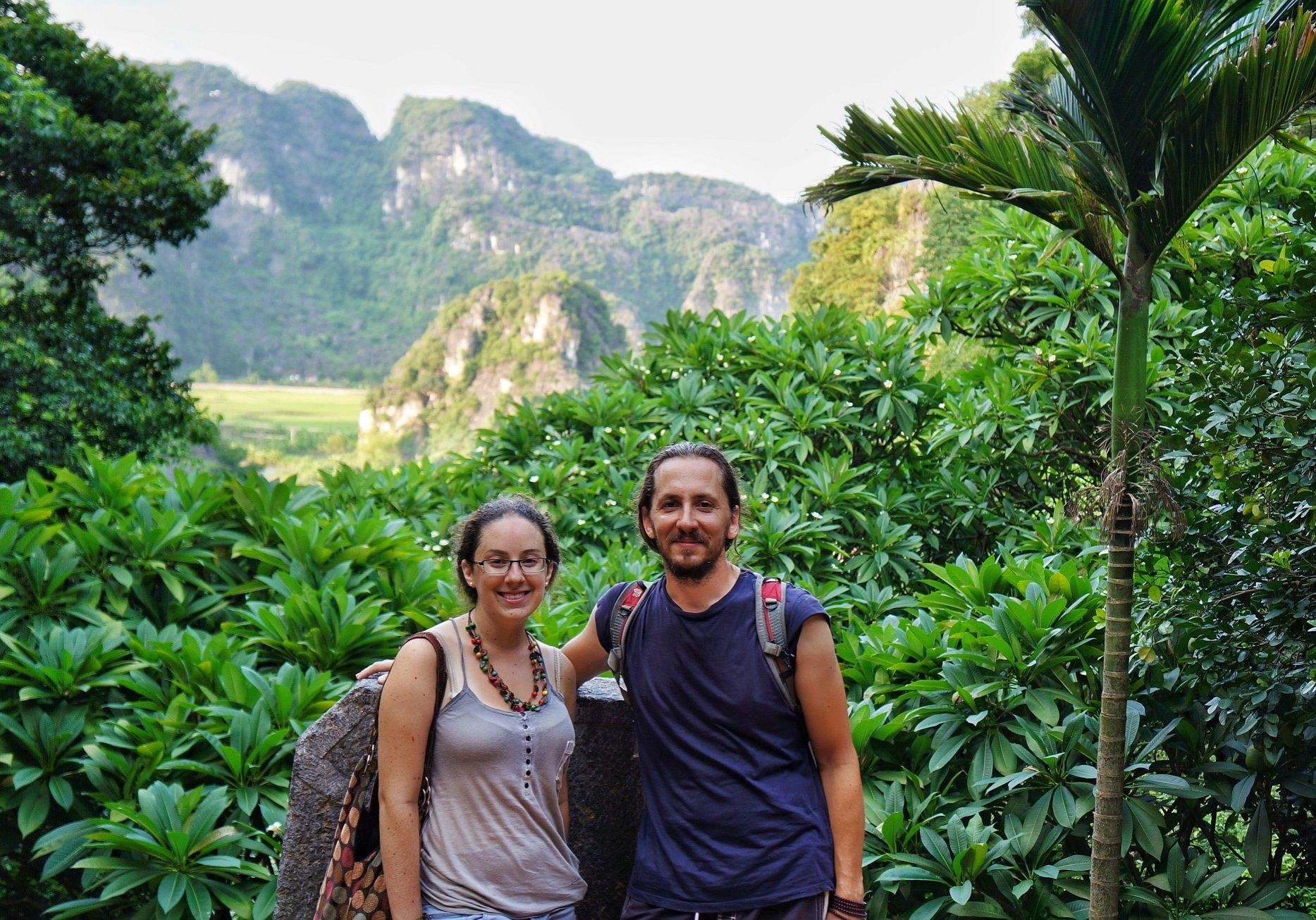 Vít Lašťovka a Embar v jeskyních Tam Coc v severní části Vietnamu