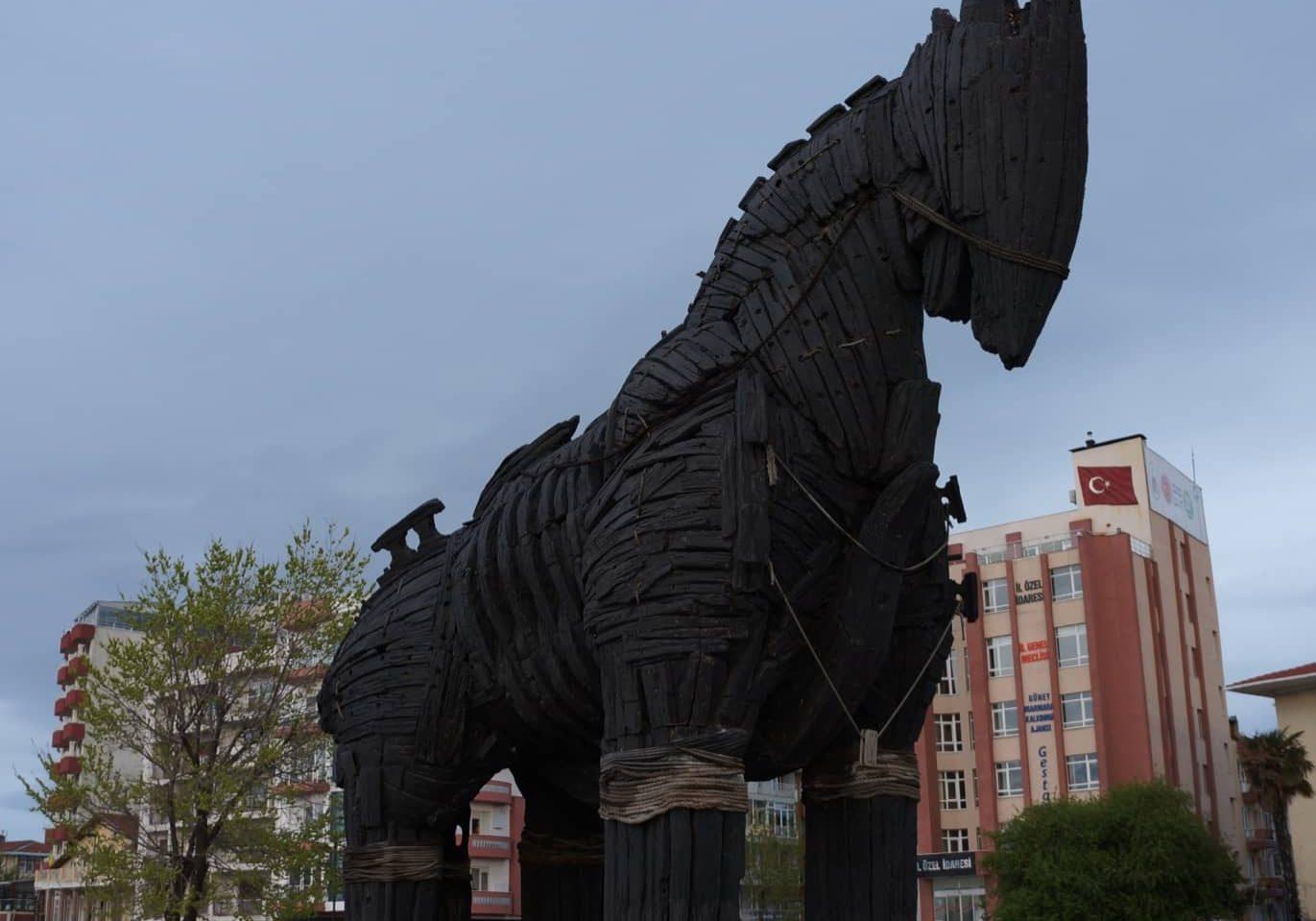maketa Trojského koně, na náměstí města Canakkale na Asijské části Turecka