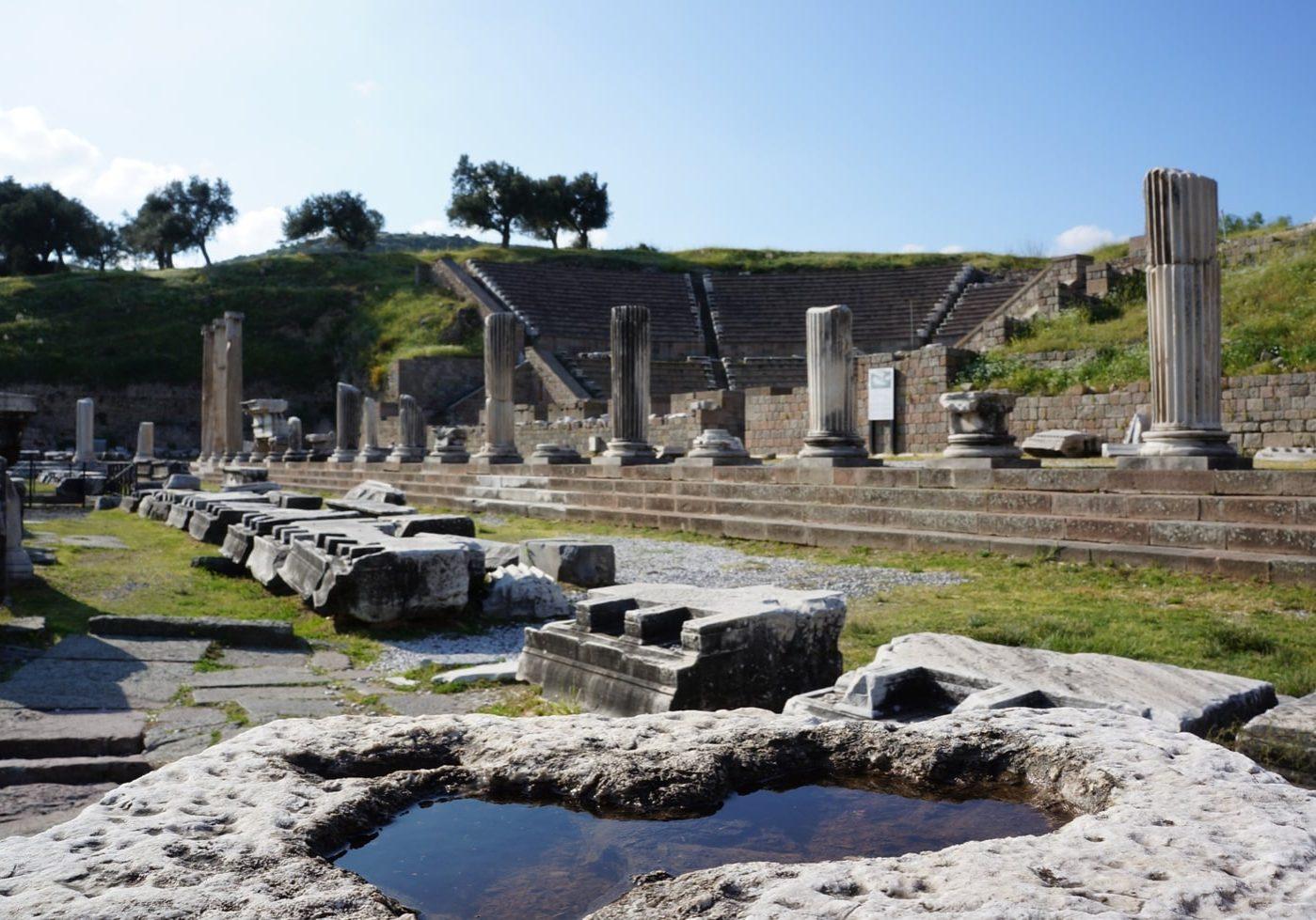 pohled-na-divadlo-Bergama-Turecko-UNESCO