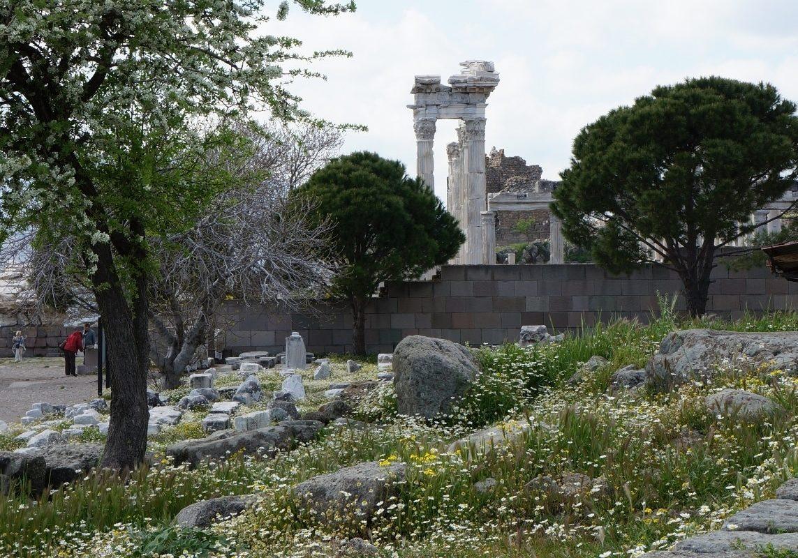 pohledn-na-Traianův-chrám-Akropole-Bergama-Turecko-UNESCO