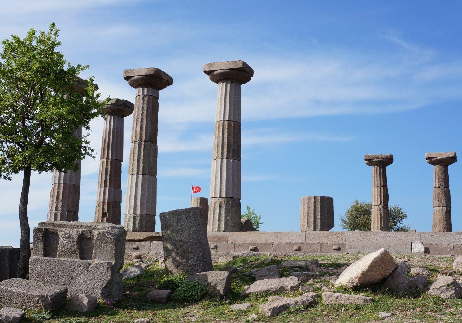 rozvaliny-chrámu-Athény-dórský-styl-Assos-Ayvacik-Turecko