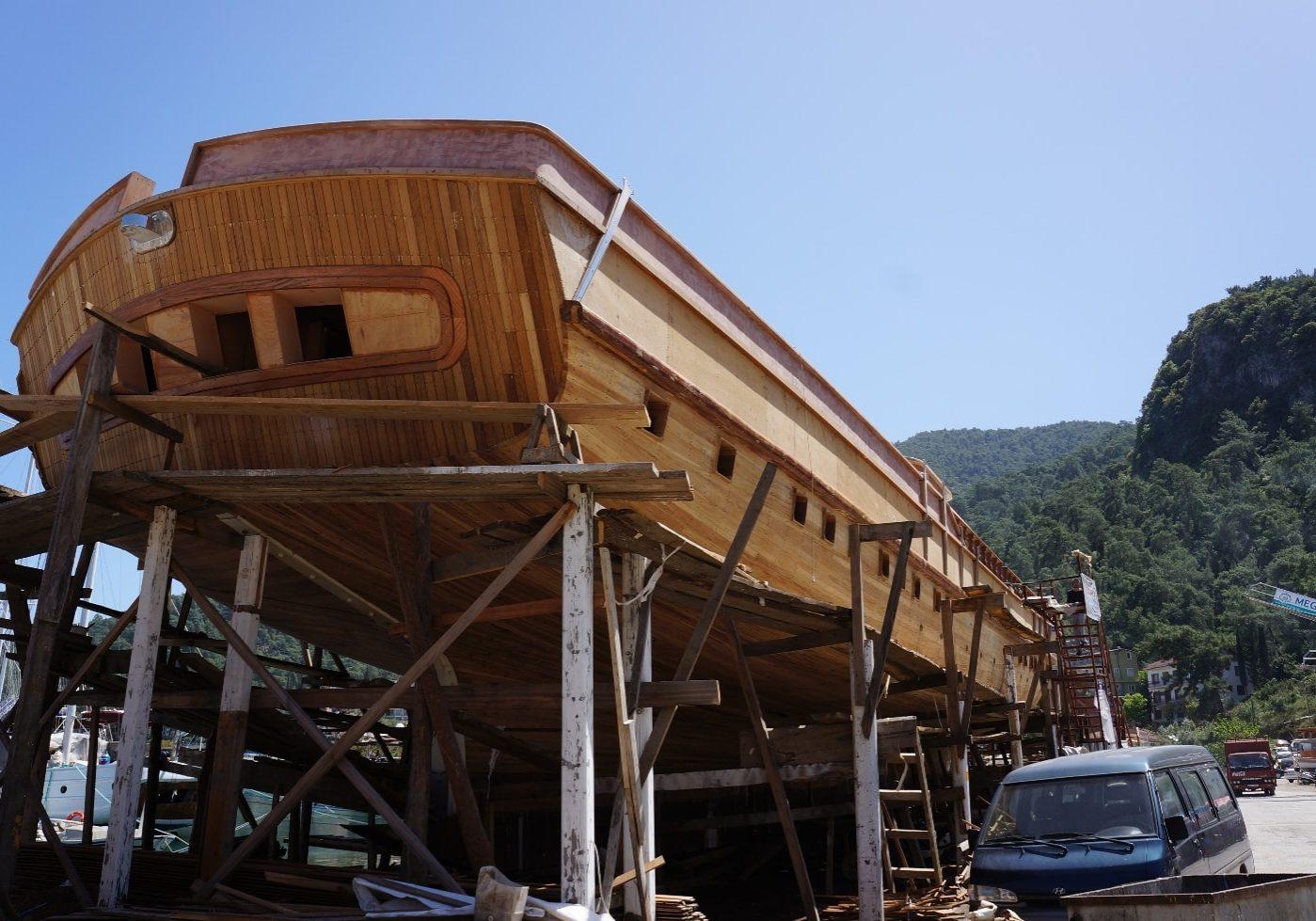 Oprava lodí v marině ve městě kemp Aksamlar ve městě Fethiye